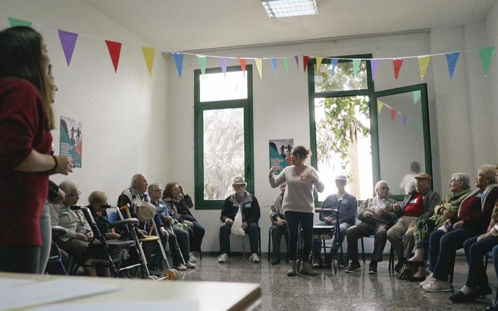Sara durante un taller de ECO. Música y comunidad en Residencias de Mayores. Residencia de Mayores de Ofra, 2019. Fotografía de Iván Delgado (Nevus Visual).